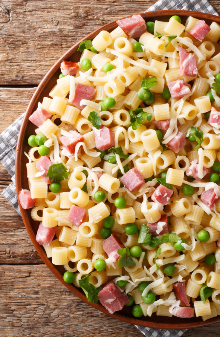 There are few dishes that contain the essence of a specific season, and pasta salads are one that belong to summer. Check out these pasta salad recipes! This creamy ham and pea pasta salad might be your new family fav!