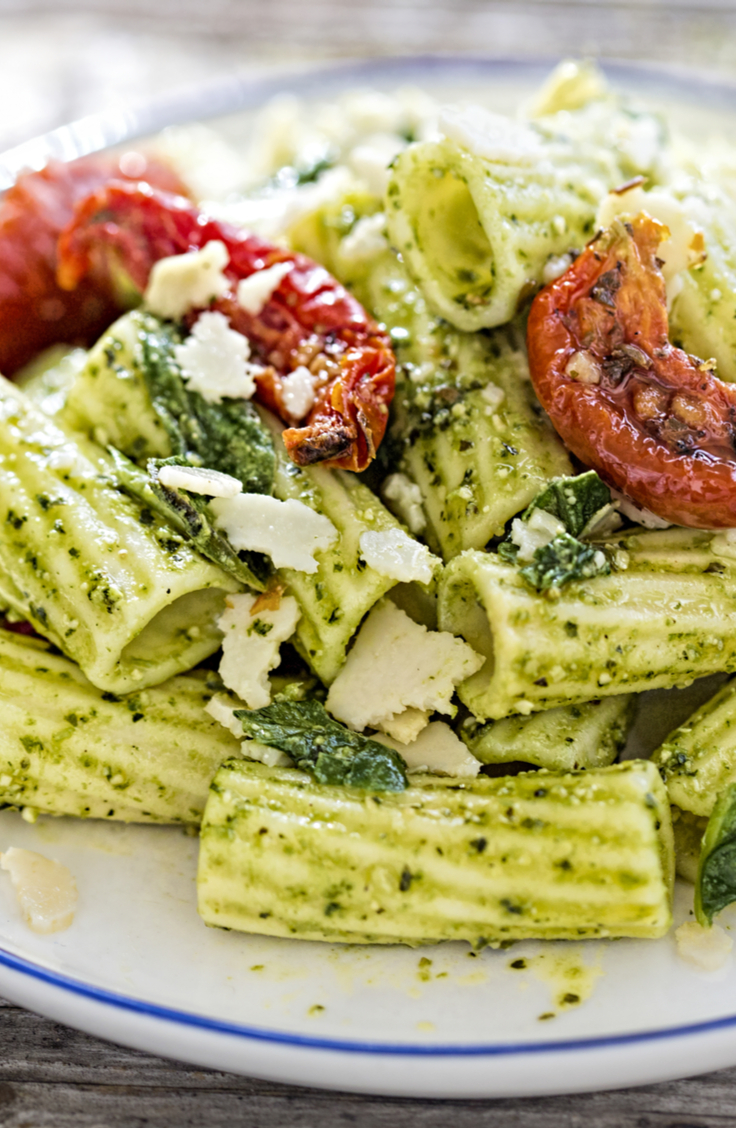 There are few dishes that contain the essence of a specific season, and pasta salads are one that belong to summer. Check out these pasta salad recipes! This pesto pasta salad with sun dried tomatoes is incredible!