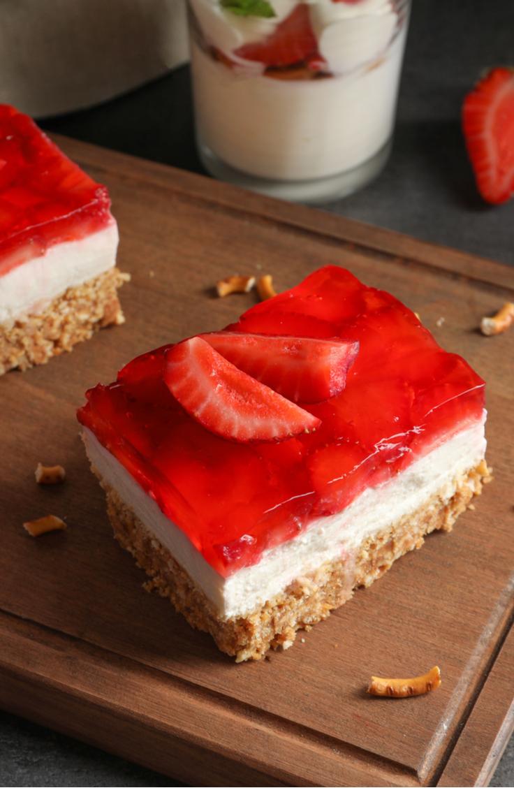 strawberry | strawberry pretzel | strawberry pretzel dessert | strawberry pretzel salad | dessert | recipe | dessert recipe | strawberry dessert | pretzel | pretzel dessert