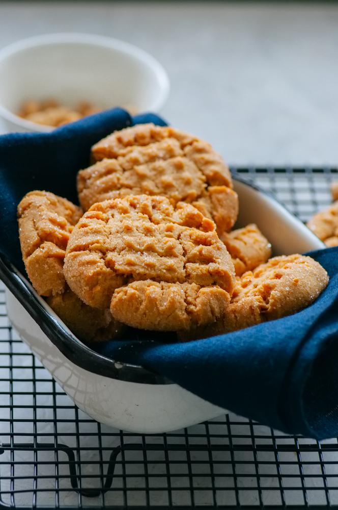 sugar   honey   baking   baking with honey   baking hacks   baking tips   tips and tricks   tips and trips for baking
