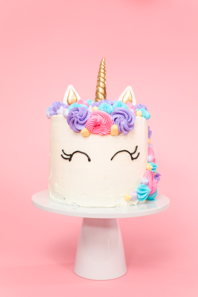 I think we can all agree that the final touches on a cake are what's important. With these tips on frost a cake like a pro, your cakes will always turn out perfect!