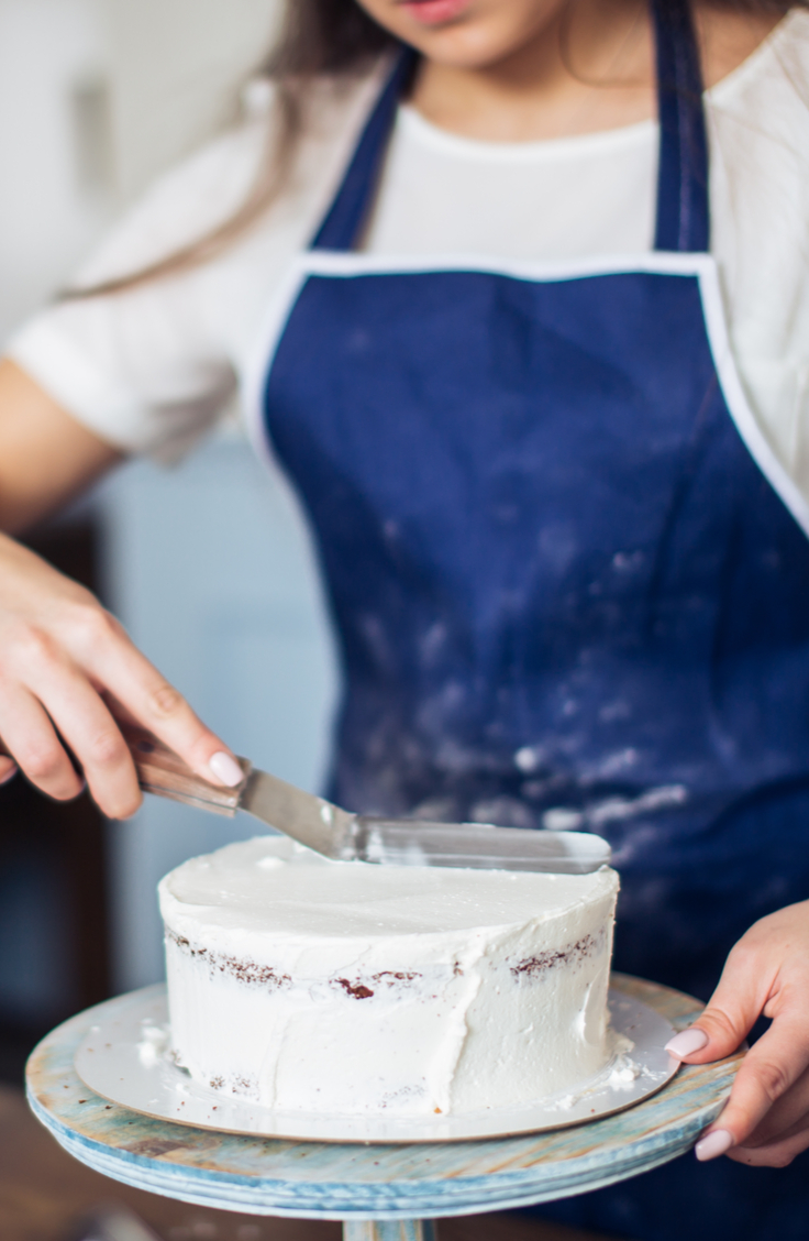 Don't we all wish our cakes look like they came from a professional bakery? With these tips on how to frost a cake like a pro, yours will look professional!