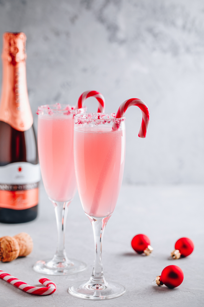 If you're wanting to drink the night away on NYE, then you need to try one of these NYE cocktails. This peppermint mimosa is to die for!