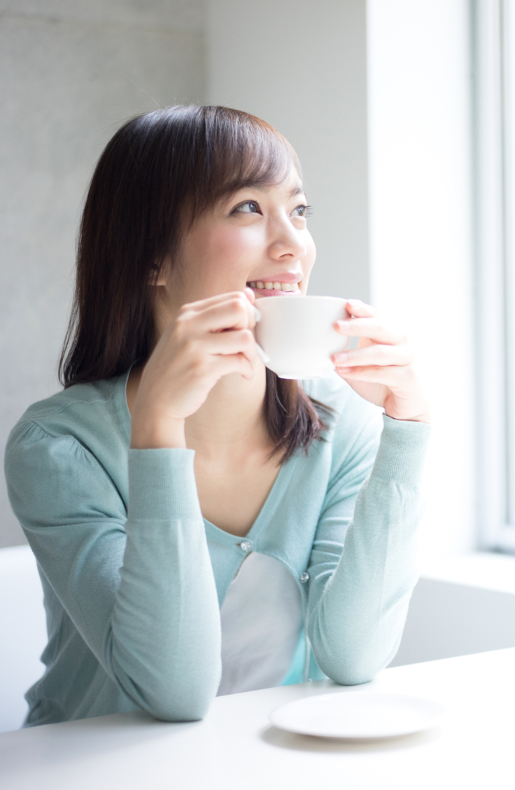 If one of your resolutions for this new year is to reduce your caffeine intake, then I've got the solution for you: chicory root tea! You will love the way you feel after drinking it.