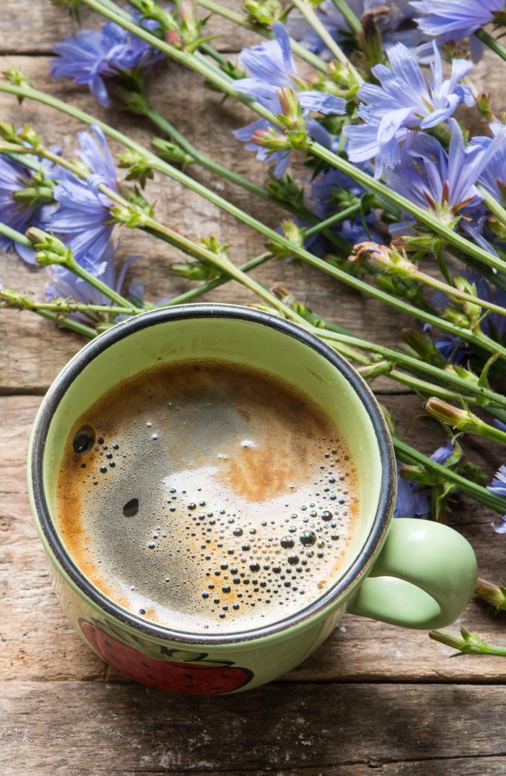 If one of your resolutions for this new year is to reduce your caffeine intake, then I've got the solution for you: chicory root tea! These chicory root tea recipes are delicious!