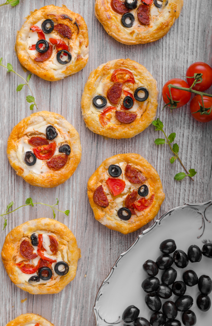 Okay, if you haven't used crescent rolls in your cooking, where on earth have you been? Here are 5 delicious recipes all featuring the crescent roll! This crescent roll pizza recipe is a favorite in my house.