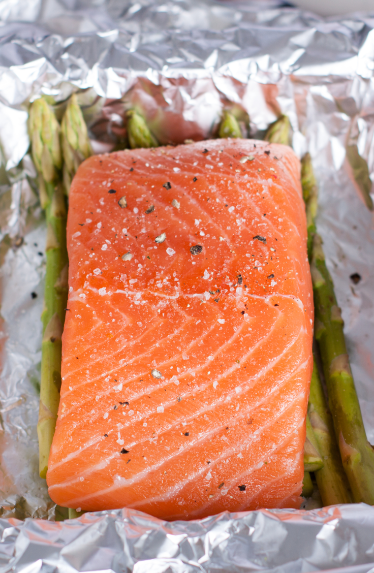 From brown sugar to teriyaki to asparagus and lemon, we've gathered some of our favorite salmon recipes baked in foil! They will be your new family favorite!