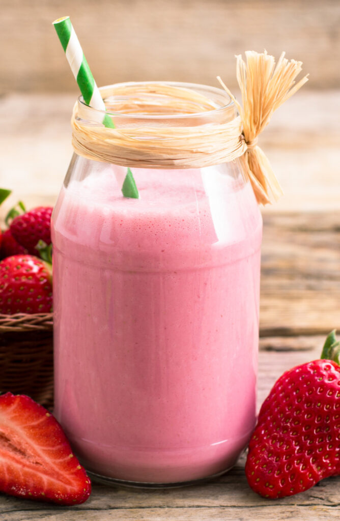 Looking for some healthy and easy Pegan diet recipes? You've got to try this strawberry coconut smoothie!