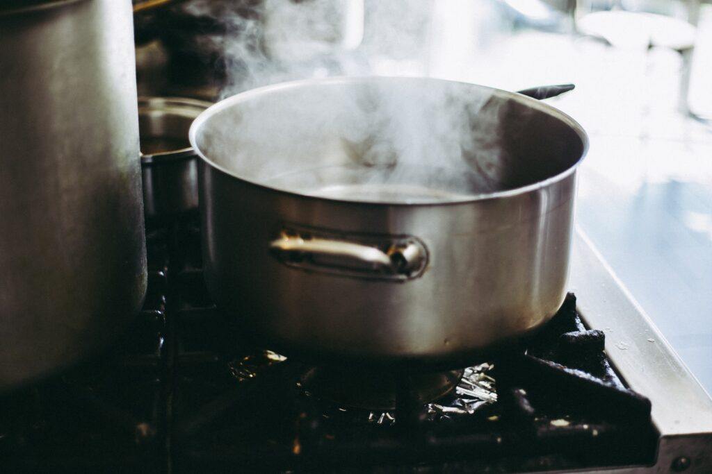 Boiling water for Carne Mechada